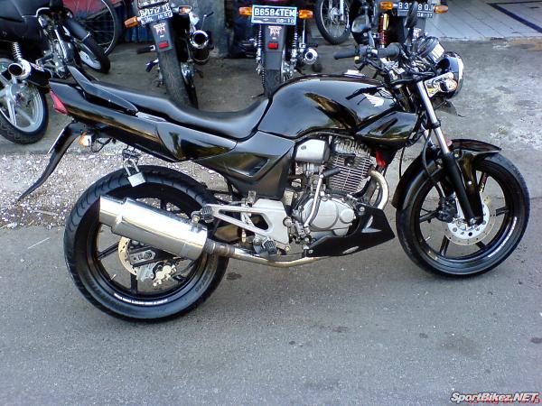 ada juga modifikasi tiger 2000 berfairing : title=