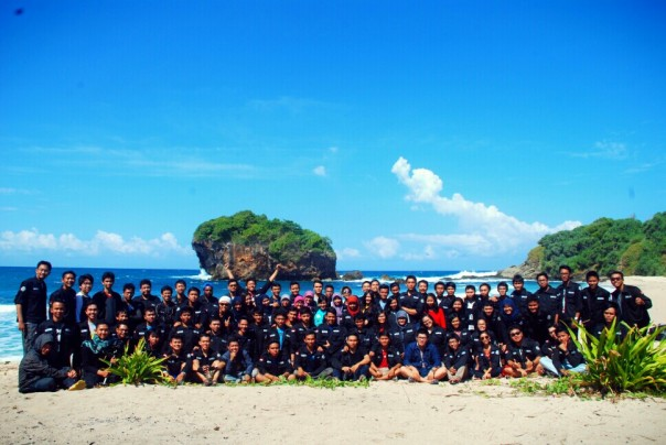 Sipil UGM 2010 goes to jungwok beach