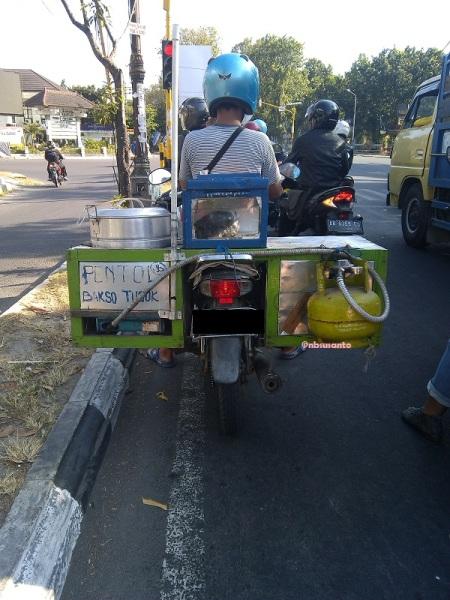 motor dengan bahan bakar gas