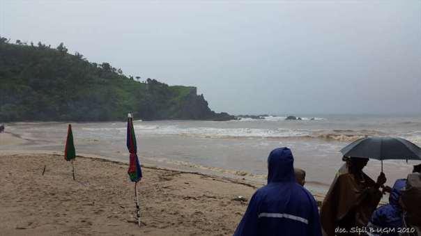 menggila lupa usia di pantai siung (10)