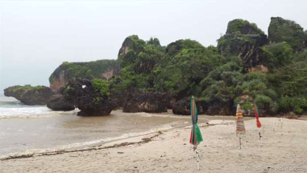 menggila lupa usia di pantai siung (13)