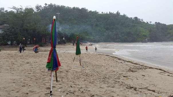 menggila lupa usia di pantai siung (20)
