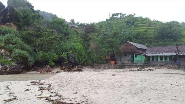 menggila lupa usia di pantai siung (99)