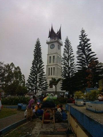 jam gadang taman kota bukittinggi (1)