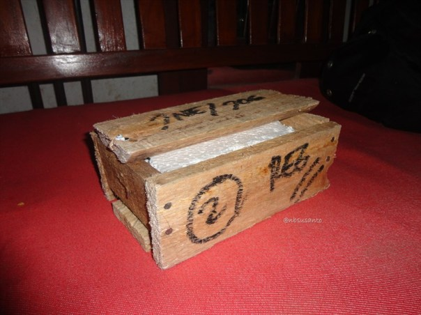 unboxing asus zenpower 10050 mAh seukuran kartu kredit (6)