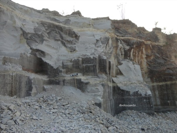 tebing bukit pertambangan batu breksi berbah sleman (11)