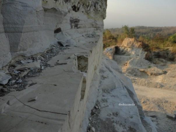 tebing bukit pertambangan batu breksi berbah sleman (20)