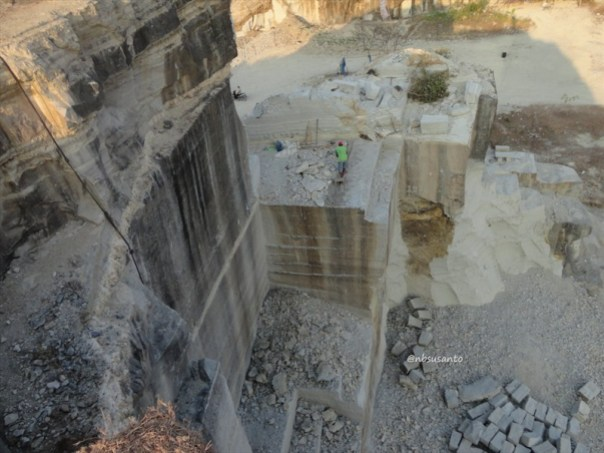 tebing bukit pertambangan batu breksi berbah sleman (24)