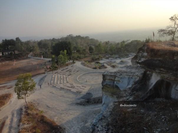 tebing bukit pertambangan batu breksi berbah sleman (27)