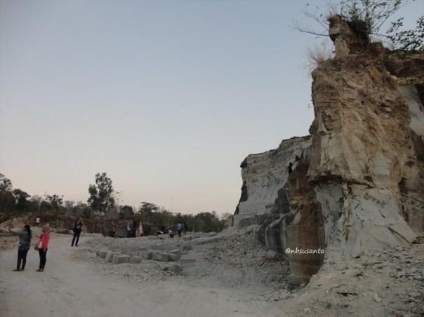 tebing bukit pertambangan batu breksi berbah sleman (57)