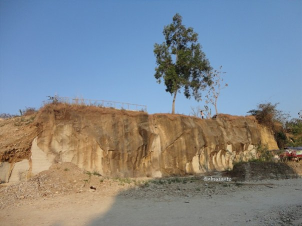 tebing bukit pertambangan batu breksi berbah sleman (6)