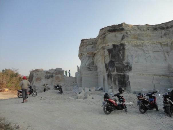tebing bukit pertambangan batu breksi berbah sleman (8)