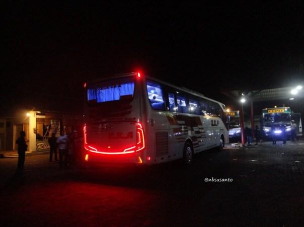PO Eka trayek cilacap - surabaya bodi grand tourismo karoseri morodadi prima (2)