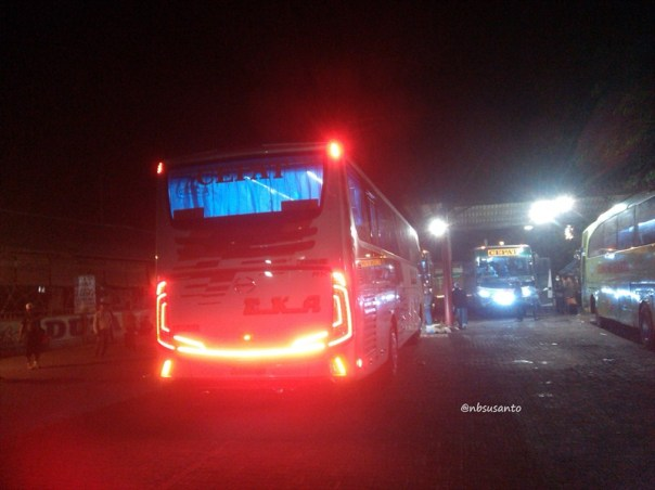 PO Eka trayek cilacap - surabaya bodi grand tourismo karoseri morodadi prima