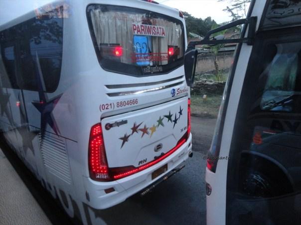 bus PO Sinar Jaya Yogyakarta Jakarta kelas Eksekutif karoseri Laksana Legacy SR1 (19)