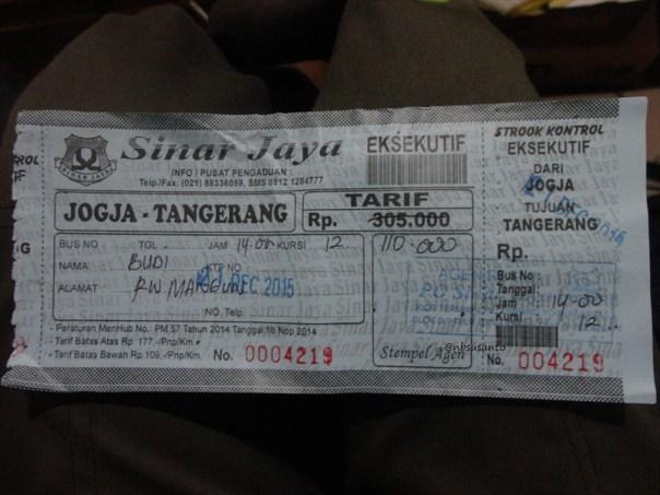 bus PO Sinar Jaya Yogyakarta Jakarta kelas Eksekutif karoseri Laksana Legacy SR1 (2)