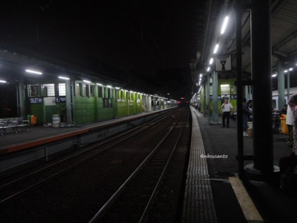 kereta api taksaka malam jakarta gambir - yogyakarta tugu (14)