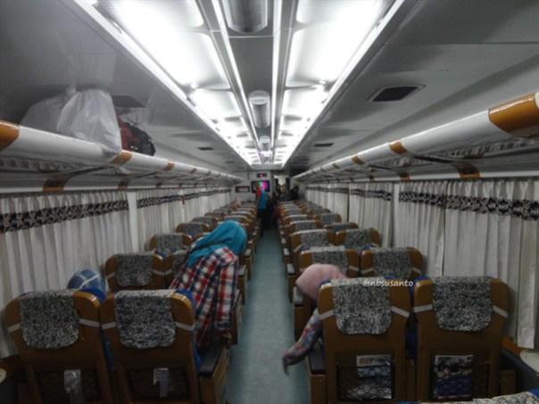 kereta api taksaka malam jakarta gambir - yogyakarta tugu (24)