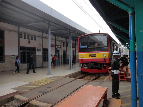 commuter line krl jakarta (2)