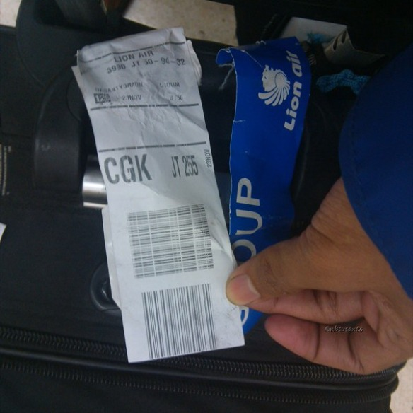lion air padang minangkabau - jakarta soekarno hatta cengkareng boeing 737-900 (1)