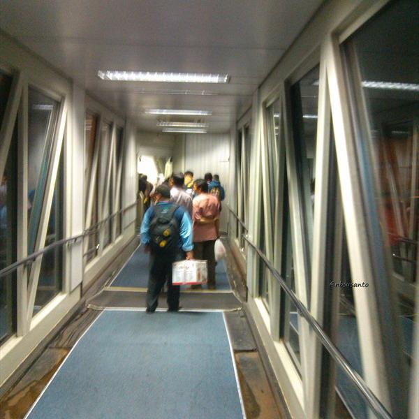 lion air padang minangkabau - jakarta soekarno hatta cengkareng boeing 737-900 (12)