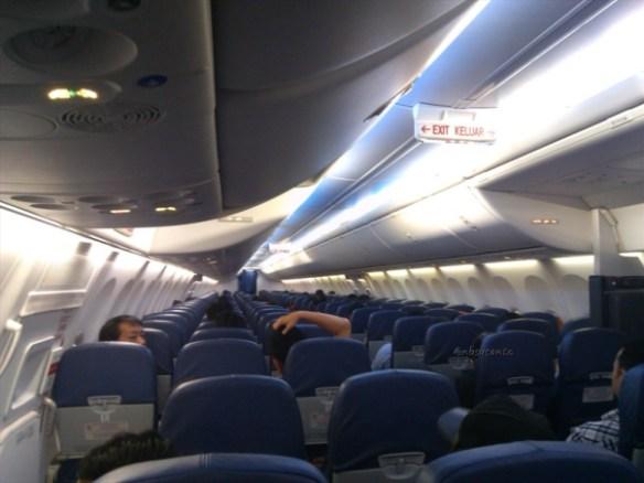 lion air padang minangkabau - jakarta soekarno hatta cengkareng boeing 737-900 (15)