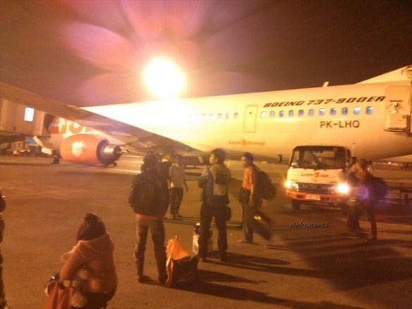 lion air padang minangkabau - jakarta soekarno hatta cengkareng boeing 737-900 (17)