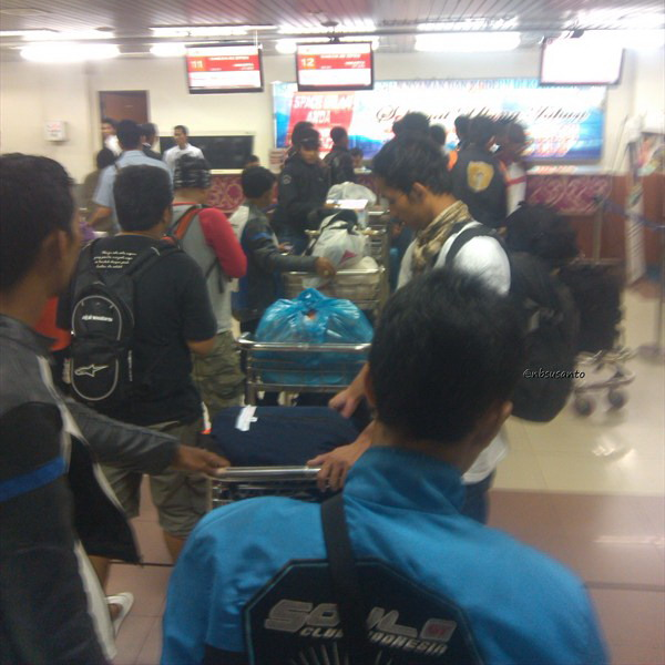 lion air padang minangkabau - jakarta soekarno hatta cengkareng boeing 737-900 (2)