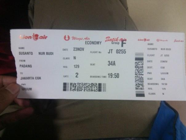 lion air padang minangkabau - jakarta soekarno hatta cengkareng boeing 737-900 (3)