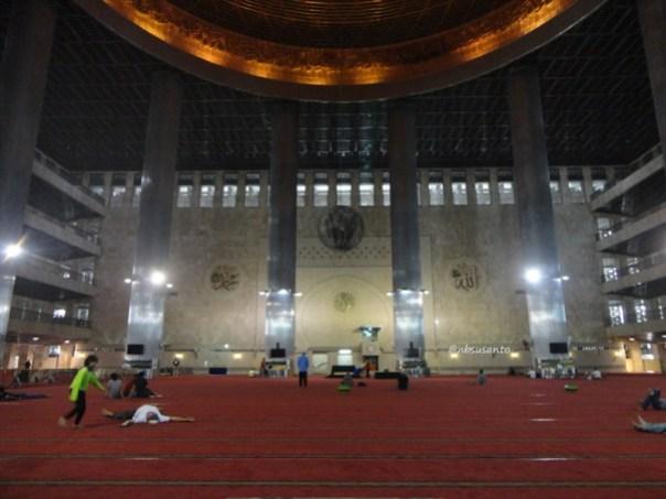 sore hari ke monumen nasional monas dan masjid istiqlal (17)