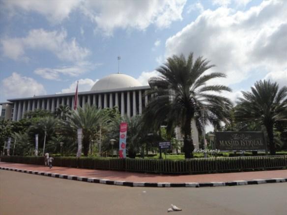 sore hari ke monumen nasional monas dan masjid istiqlal (2)