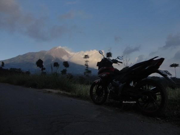 pemandangan indah gunung merapi di jalur magelang - selo boyolali