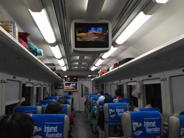 interior-kereta-eksekutif-argodwipangga-relasi-solo-bapalapan-jakarta-gambir-dengan-rangkaian-k1-0-16-new-image