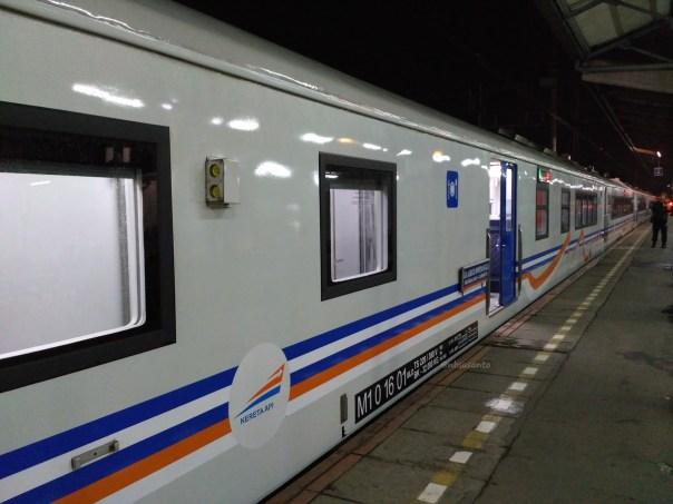 kereta-eksekutif-argodwipangga-relasi-solo-bapalapan-jakarta-gambir-dengan-rangkaian-k1-0-16-new-image-9