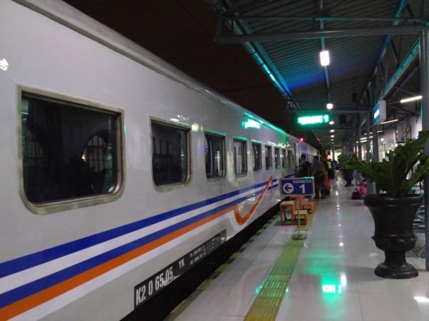 last-trip-kelas-bisnis-senja-utama-yogyakarta-pasar-senen-tugu-7