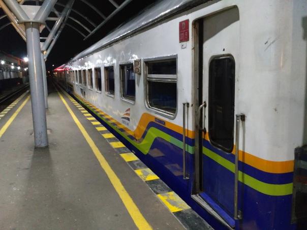 livery-khas-kereta-k2-kelas-bisnis-pt-kereta-api-indonesia