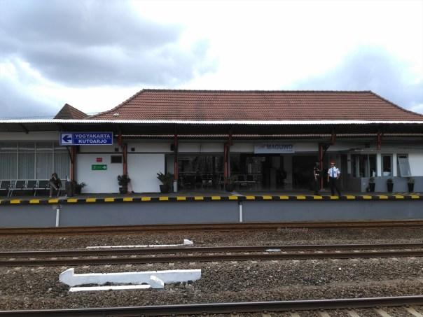 stasiun-maguwo-bandara-adisucipto-yogyakarta-transit-prambanan-ekspress