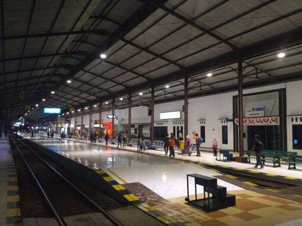 suasana-malam-stasiun-pruwokerto