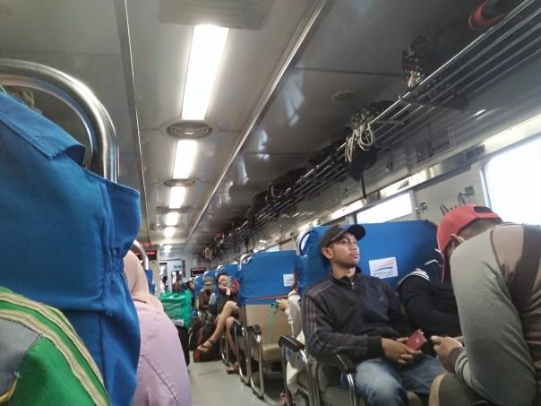 rekor-telat-7-jam-kereta-api-indonesia-1