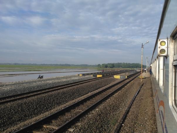 rekor-telat-7-jam-kereta-api-indonesia-5