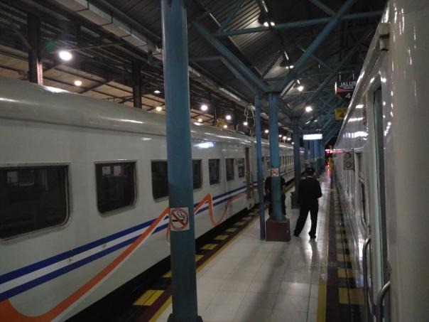 trip-report-kereta-sawunggalih-utama-malam-jakarta-pasar-senen-kutoarjo-6