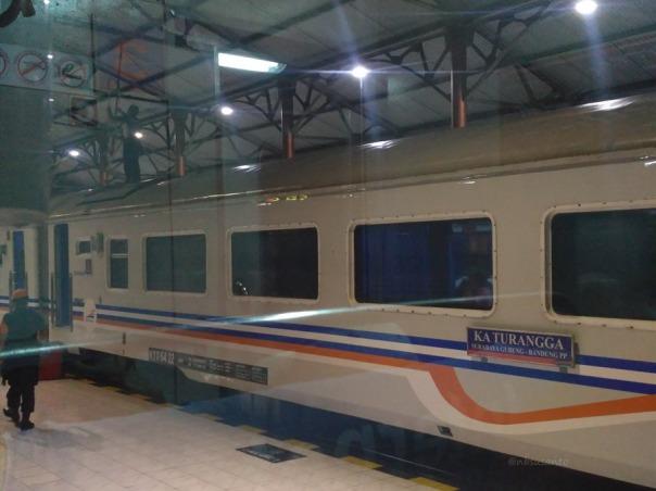 trip-report-kereta-sawunggalih-utama-malam-jakarta-pasar-senen-kutoarjo-8