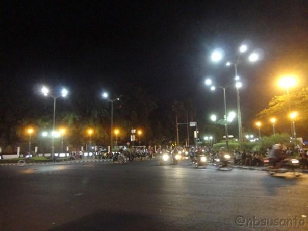 suasana-malam-hari-nol-kilometer-yogyakarta