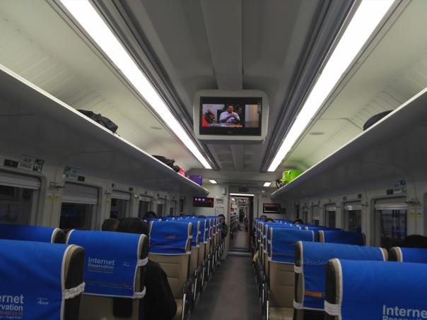 kereta-api-argo-parahyangan-kelas-ekonomi-bandung-jakarta-14