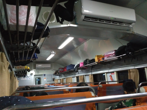 kereta-api-ekspress-lodaya-malam-solo-balapan-yogyakarta-tugu-bandung-hall-3