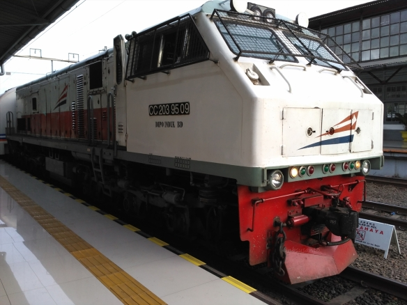 kereta-bisnis-fajar-utama-yogyakarta-pasar-senen-1