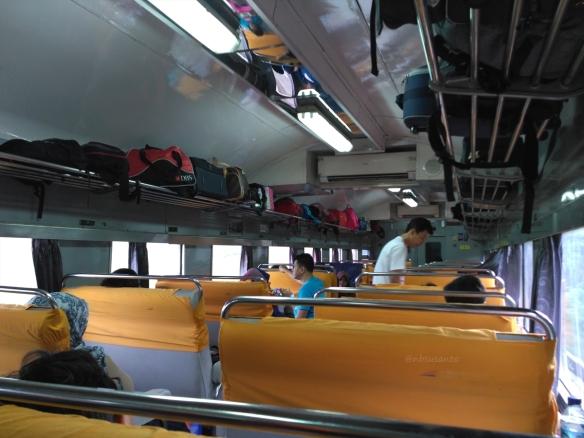 kereta-bisnis-fajar-utama-yogyakarta-pasar-senen-2